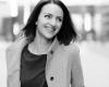 Fotoshoot portret vrouw zakelijk zwart-wit Zwolle Overijssel door bedrijfsfotograaf FotoGrietje