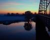 Zonsondergang-Deventer-Wilhelminabrug-en-molen